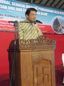 Dirjen Bimas Hindu Kementerian Agama Republik Indonesia Prof. Drs. I Iketut Widnya, MA., M.Phil, Ph.D. Membuka Secara Resmi Seminar Nasional Hari Raya Nyepi 2015 Di STAH Dharma Nusantara Jakarta