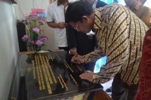 Penandatanganan Prasasti Oleh Dirjen Bimas Hindu Kementrian Agama RI